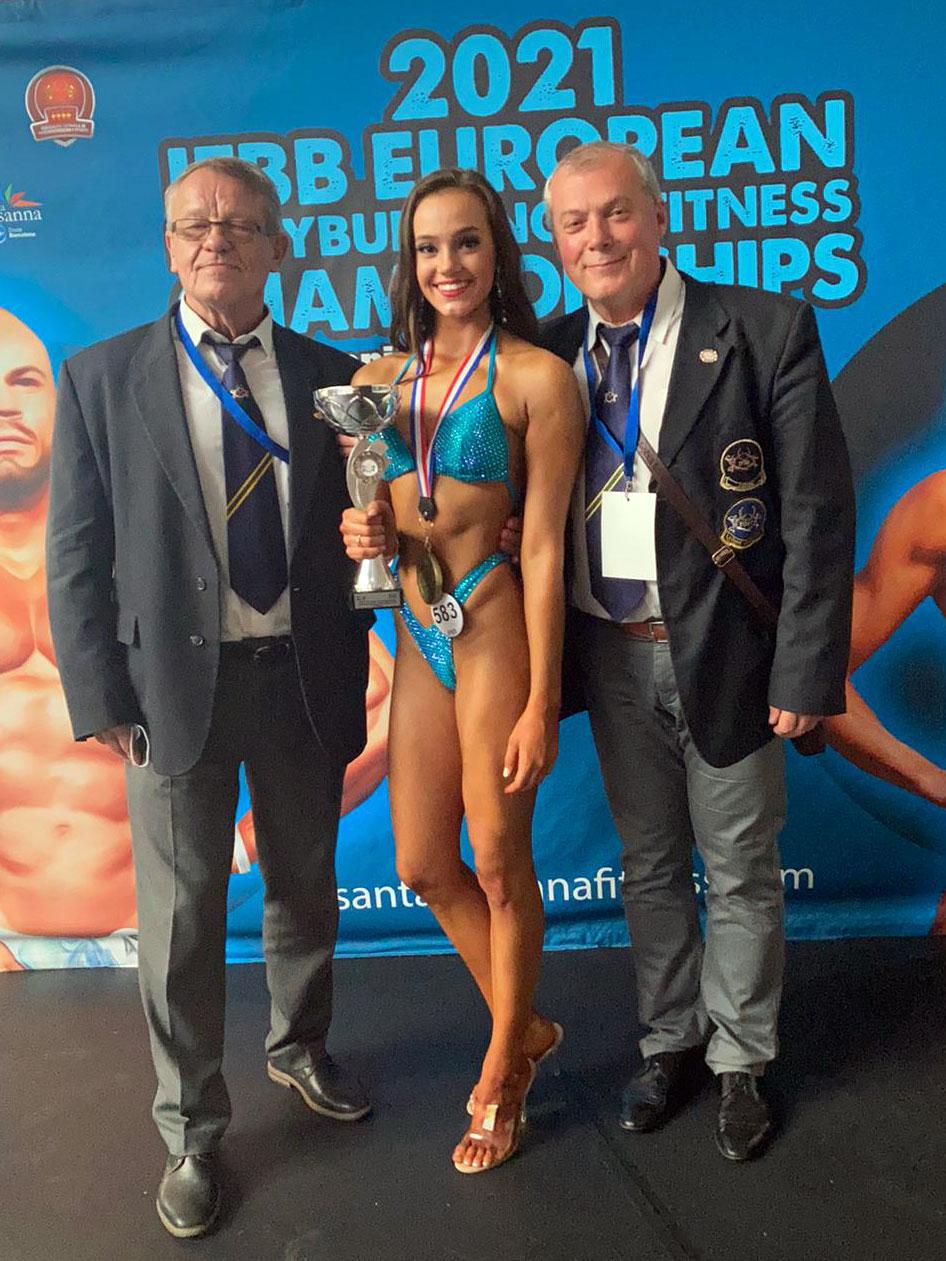 Zľava: Peter Uríček (10 násobný šampión v kulturistike), Nelli Novodomská, Ľuboš Matejíčka (Reprezentačný tréner vo fitness)